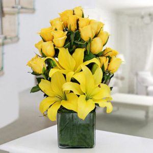 yellow lilly n roses