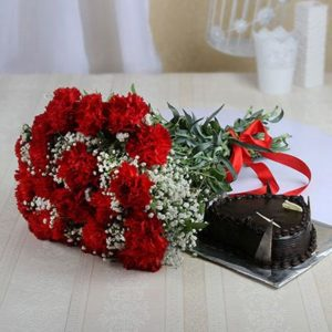 1-5-kg-heart-shaped-chocolate-cake-with-bunch-of-20-red-carnations-14556-m