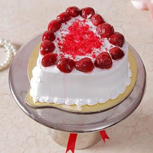 1-kg-heart-shaped-strawberry-cake-with-strawberry-toppings-4797-m