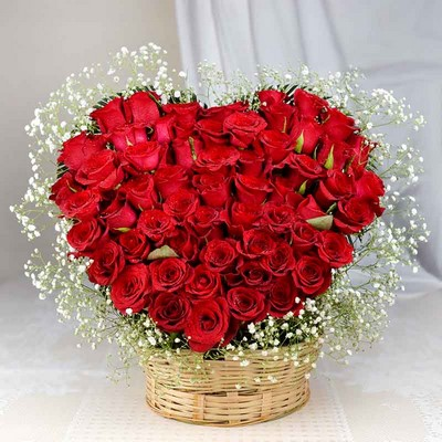 60-red-roses-heart-shaped-arrangement-in-a-basket-21108-m