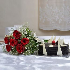 half-kg-round-chocolate-cake-with-a-bunch-of-6-red-roses-14538-m
