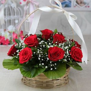 round-handle-basket-of-red-roses-10-stems-4832-m